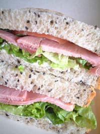 どこが一番美味しい?人気のコンビニサンドイッチ徹底比較!のサムネイル画像