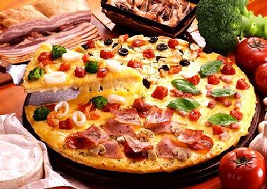 ドミノピザをお得に楽しむ!人気ピザ&気になるカロリーもご紹介!のサムネイル画像
