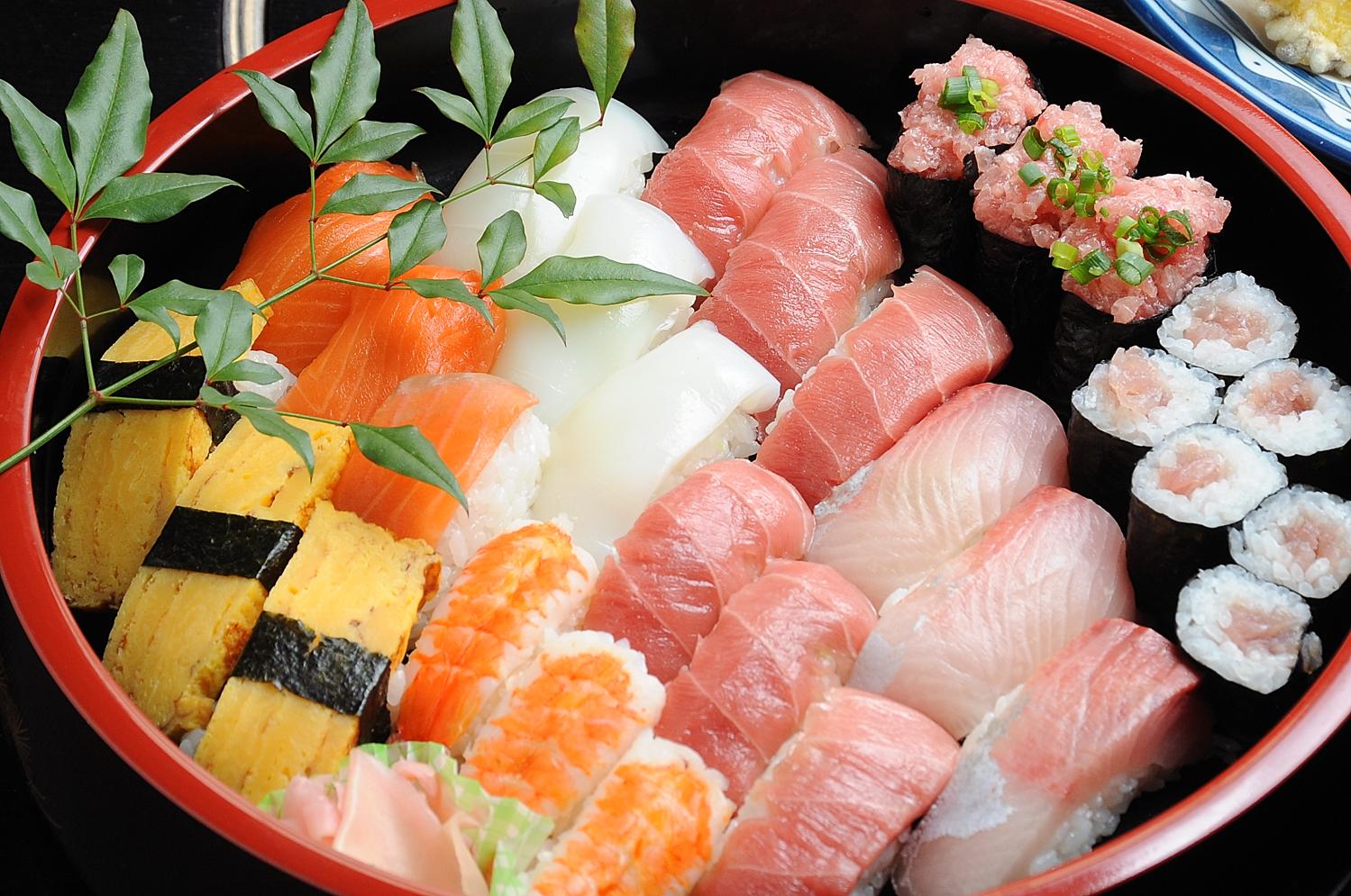 デリバリーで美味しい寿司が食べられるようになって本当にウレシイ♪のサムネイル画像
